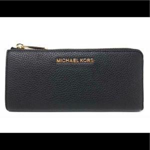 NEW Michael Kors Bedford LG 3 Qrtr Zip Wallet